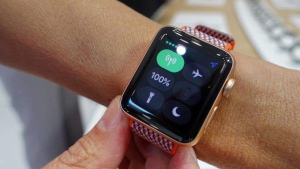 অ্যাপেল ঘড়ি সিরিজ ৩ ( Apple Watch Series 3 )