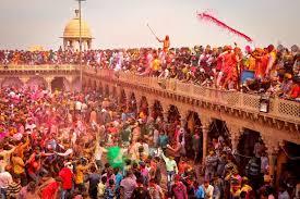 বৃন্দাবনে বাঁকে বিহারী মন্দিরে হোলি উৎসব